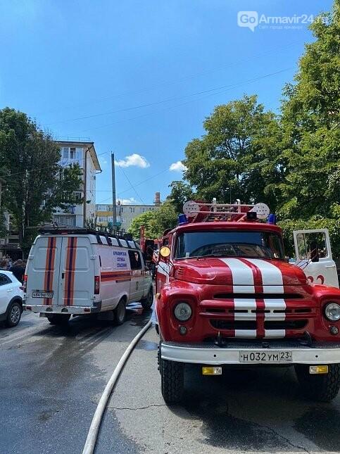 В многоэтажке в Армавире произошел пожар, фото-1