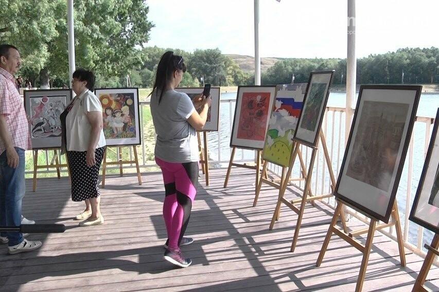 Выставки с триколором под открытым небом Армавира, фото-3
