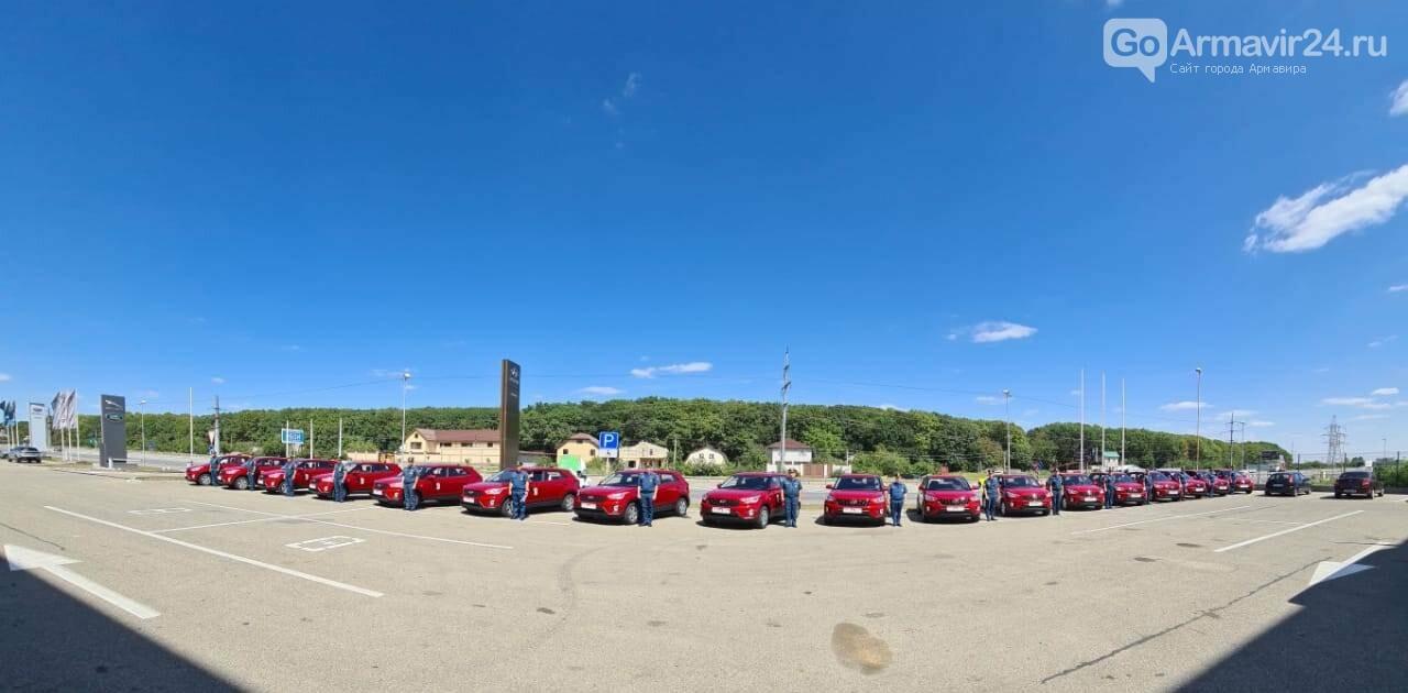 Инспектора госпожнадзора на Кубани получили для службы новые автомобили в честь 30-летия МЧС России, фото-1