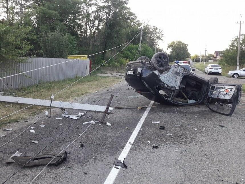 В Армавире произошла серьезная авария с повреждением опоры ЛЭП, фото-1