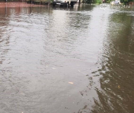 В Армавире осень напомнила о себе: ливень затопил улицы города, фото-5