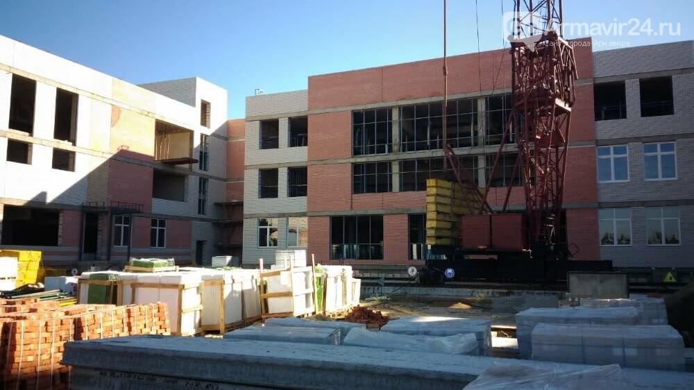 В Армавире строительство школы в микрорайоне Северном выполнено на 52%, фото-1