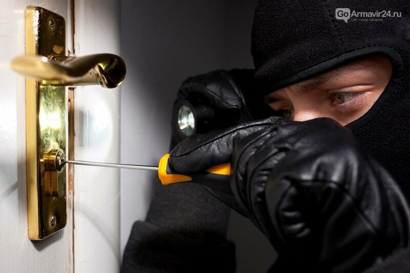 Полиция Армавира напоминает жителям как избежать квартирных краж, фото-1