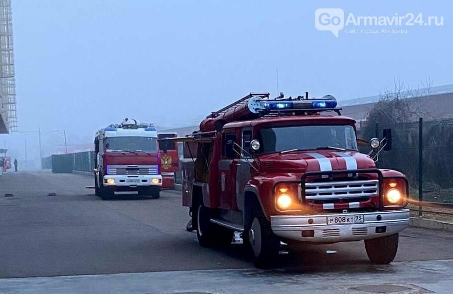 В Армавире пожарные, входе учений, потушили пожар в кинотеатре на Красной площади, фото-5