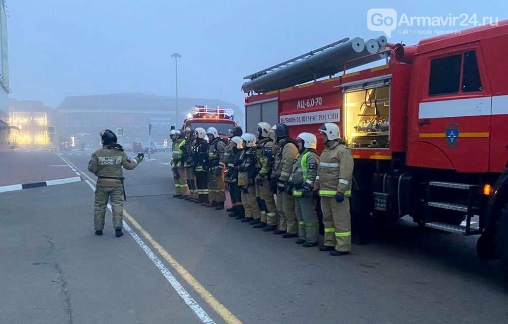 В Армавире пожарные, входе учений, потушили пожар в кинотеатре на Красной площади, фото-4