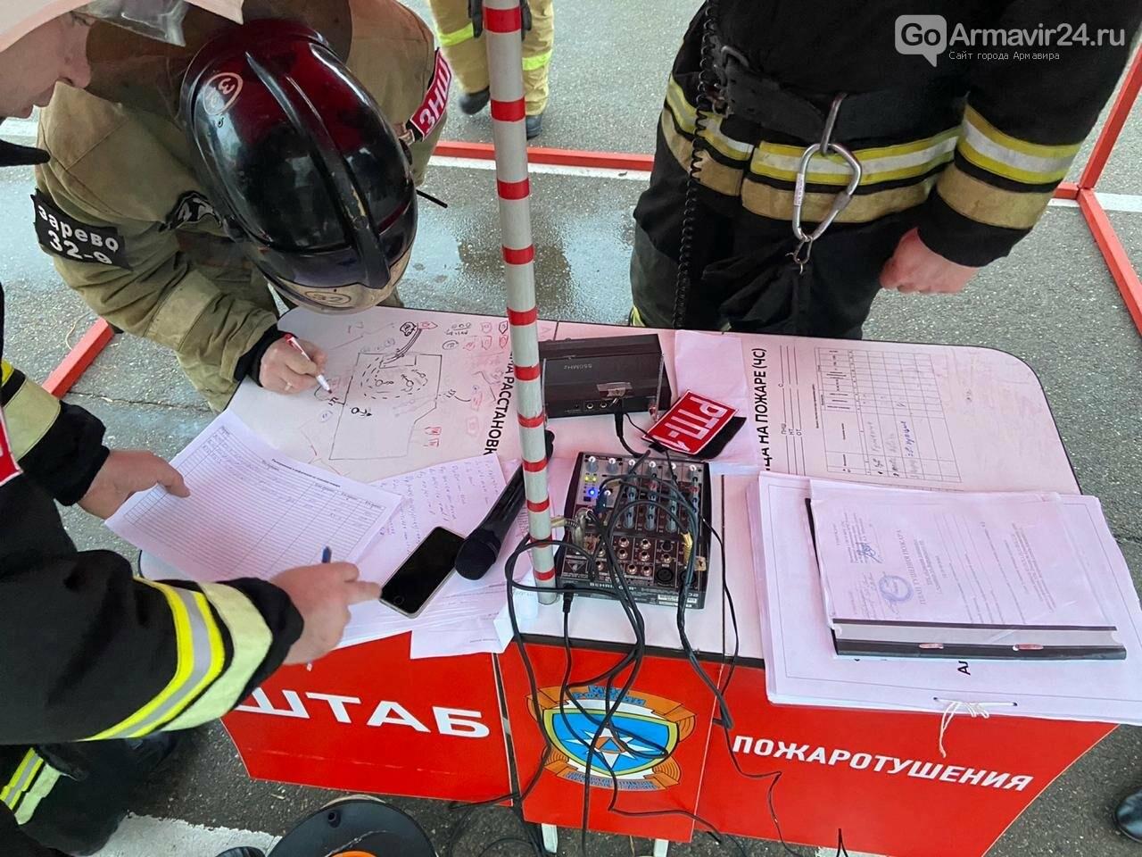 В Армавире пожарные, входе учений, потушили пожар в кинотеатре на Красной площади, фото-3