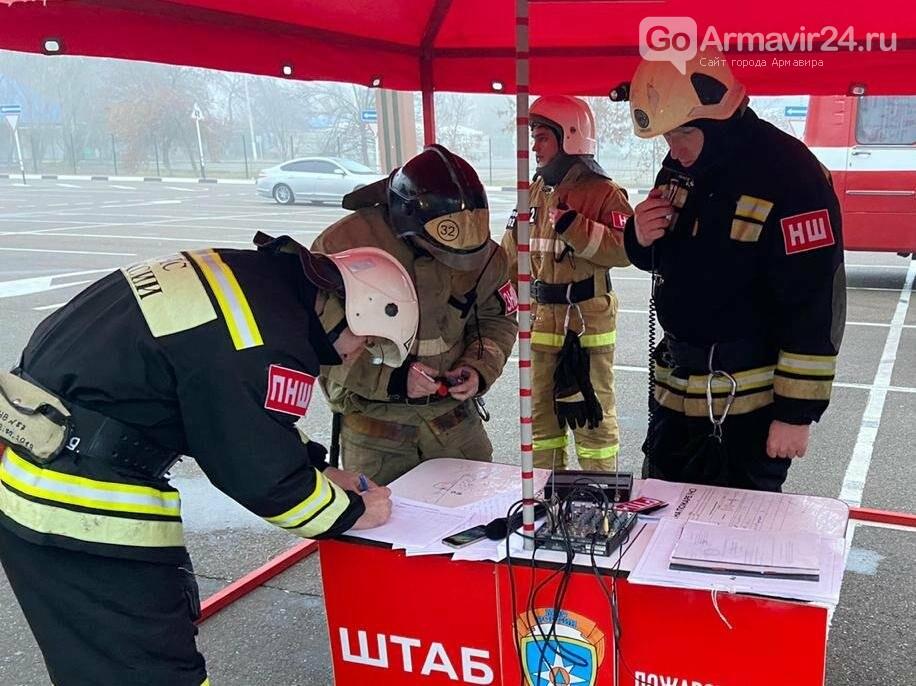 В Армавире пожарные, входе учений, потушили пожар в кинотеатре на Красной площади, фото-6