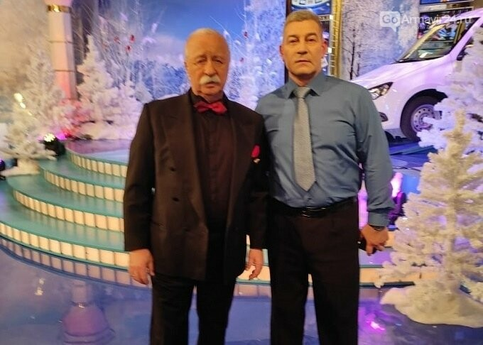 Телеведущий из Армавира Эдуард Грошев передает жителям привет с «Поле чудес», фото-1