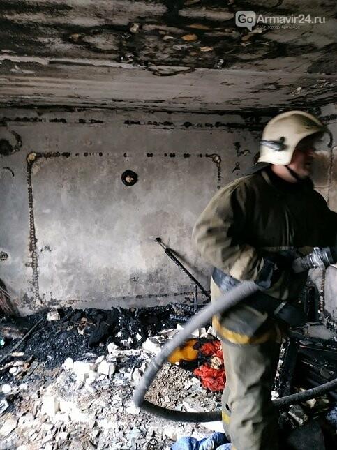 Из-за пожара в одой из квартир Армавира  в 5-этажке эвакуировали 170 человек, фото-1