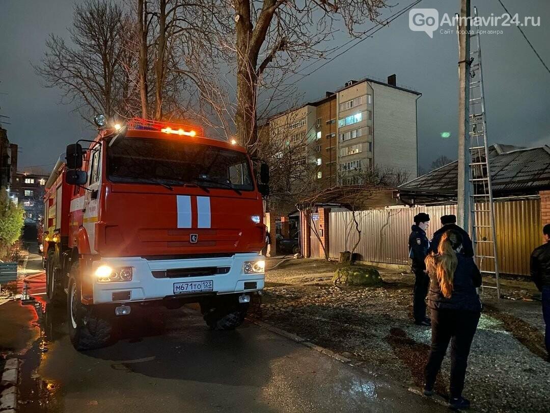 Очередной пожар в Армавире: на Мира загорелся дом, спасены 3 человека, фото-2