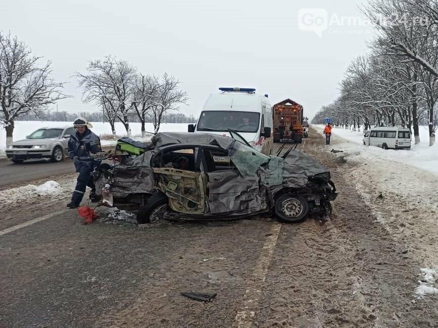 "Жестокая авария произошла утром 8 февраля на трассе ФАД ""Кавказ"" под Армавиром, фото-3"