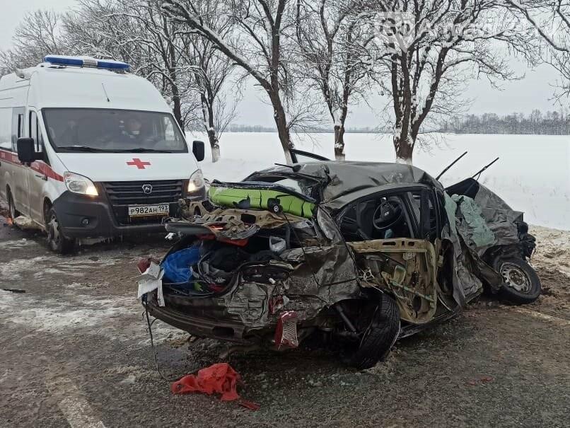 "Жестокая авария произошла утром 8 февраля на трассе ФАД ""Кавказ"" под Армавиром, фото-1"