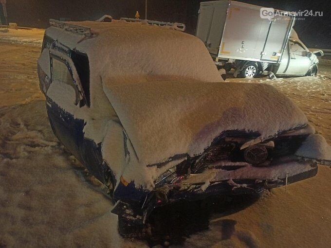 Под Армавиром на трассе произошло ДТП с пострадавшими, фото-2