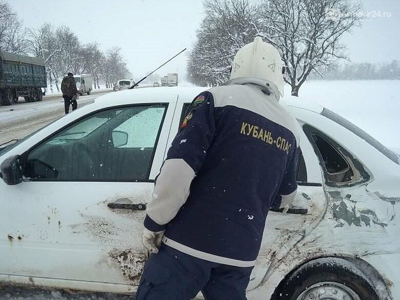 Под Армавиром на трассе ФАД Кавказ произошла серьезная авария, фото-1