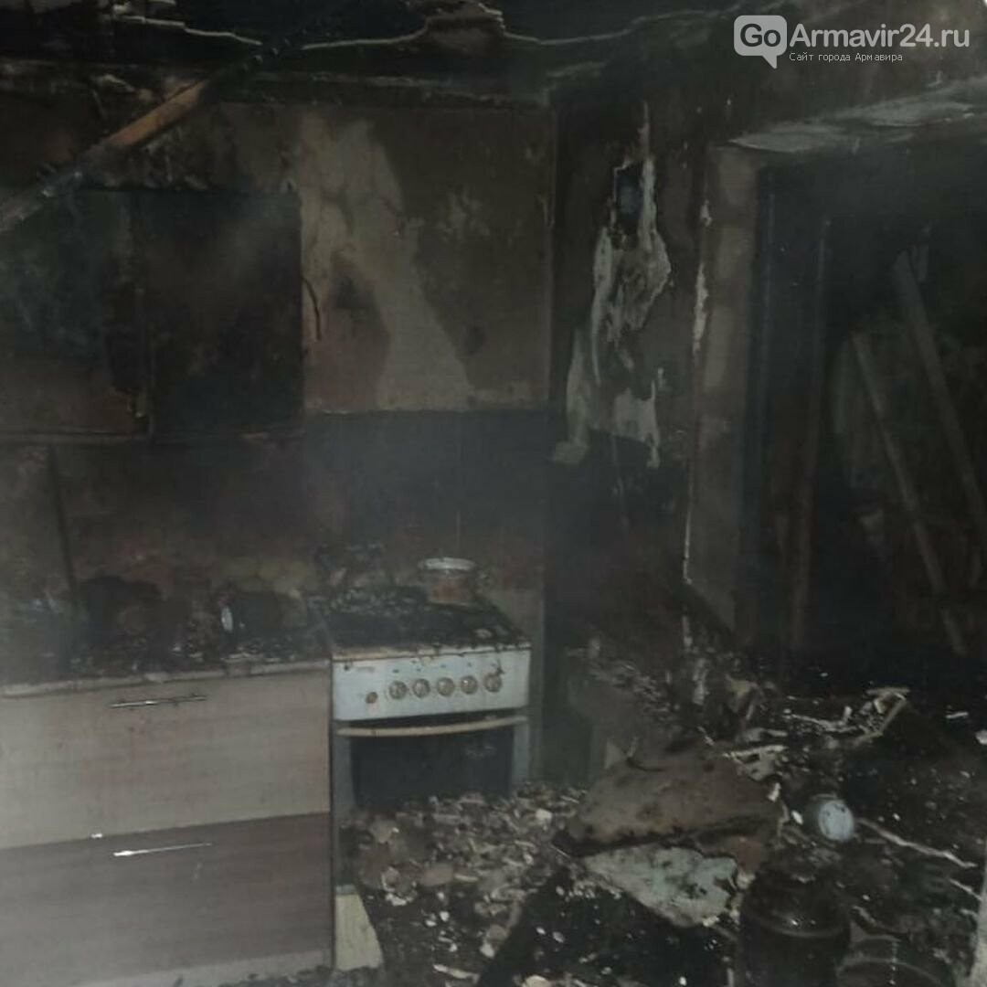 В Армавире произошел пожар в частном доме на улице Фрунзе, фото-1