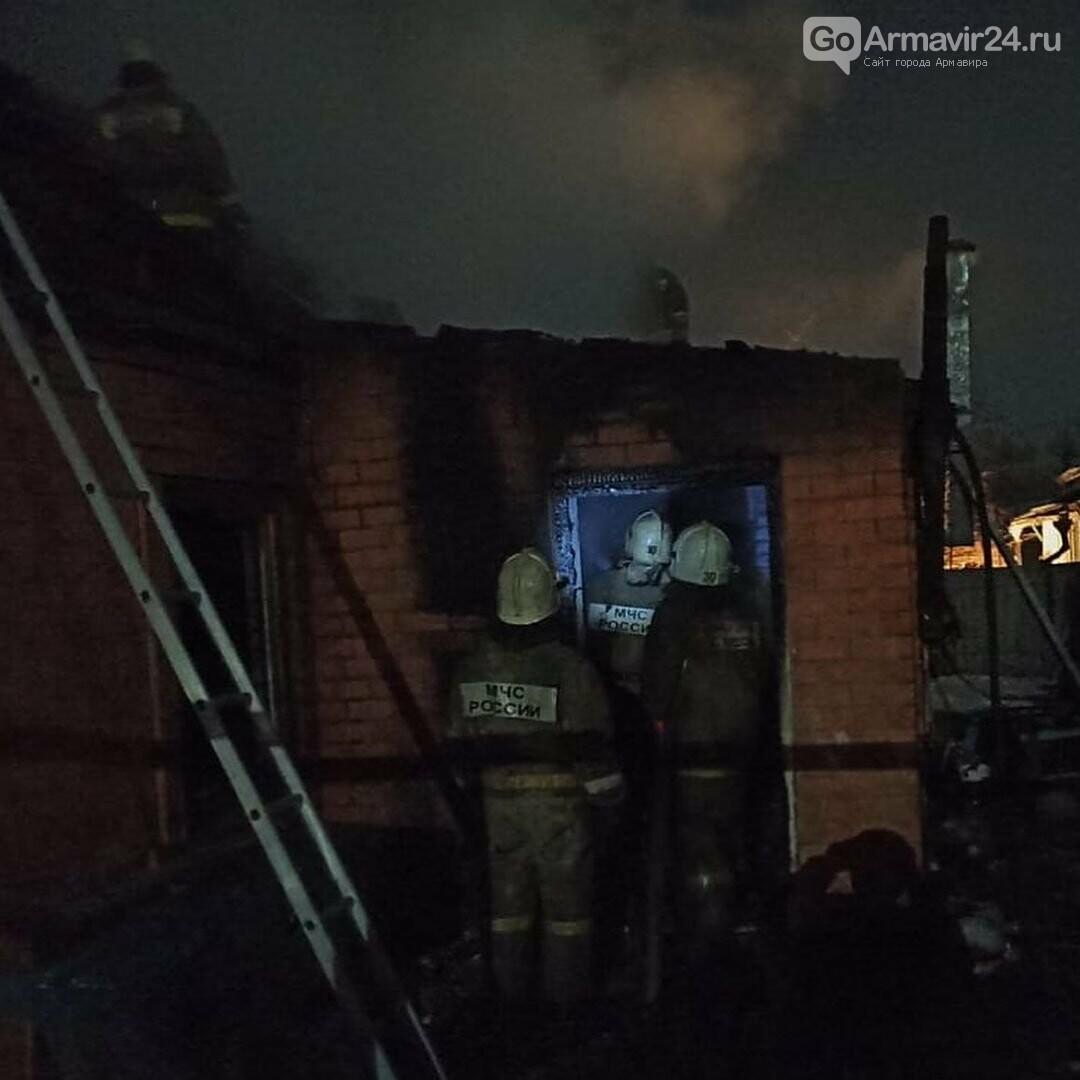 В Армавире произошел пожар в частном доме на улице Фрунзе, фото-2