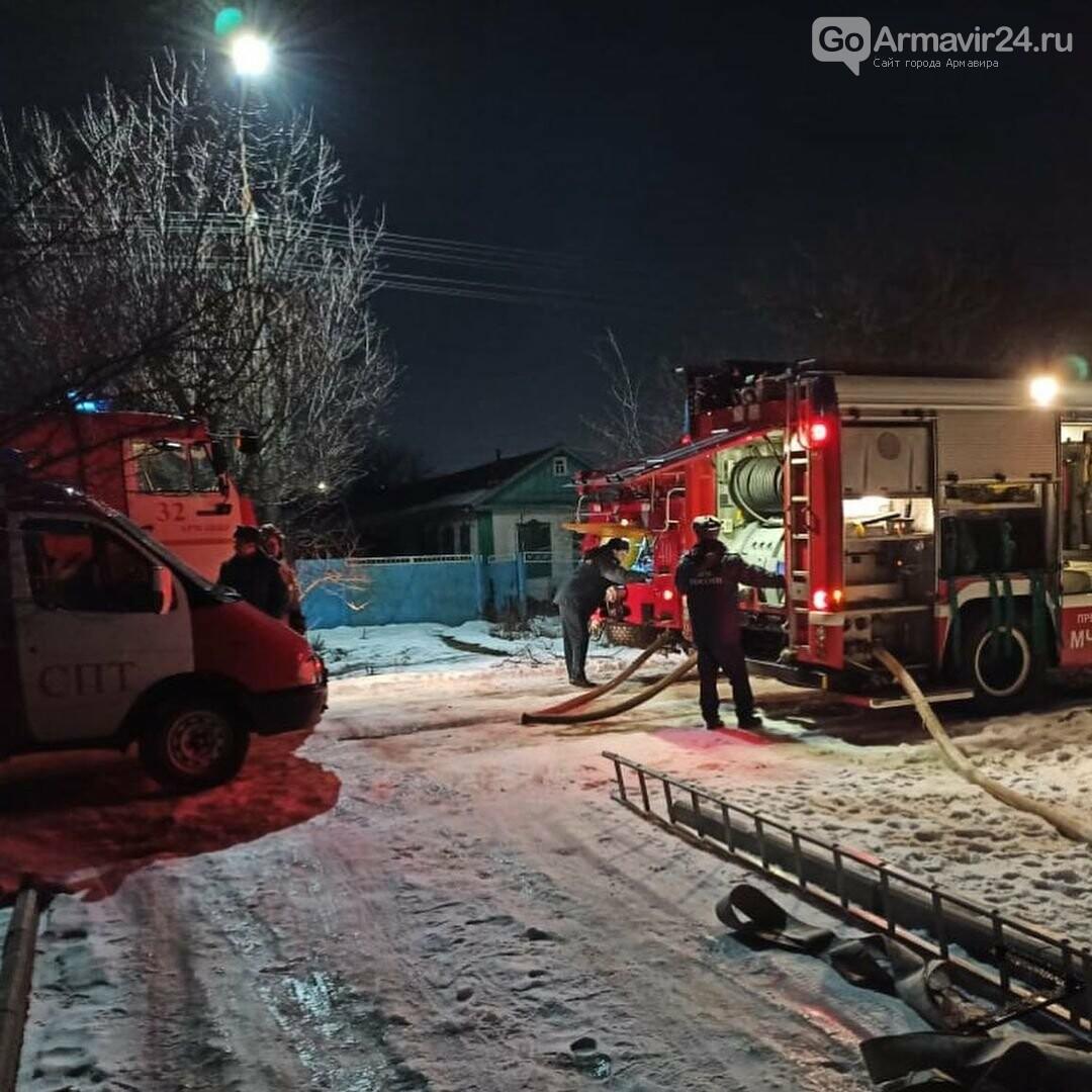 В Армавире произошел пожар в частном доме на улице Фрунзе, фото-3