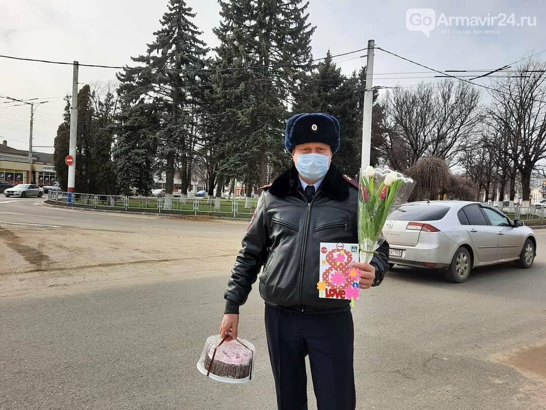 Женщины Армавира получили приятные подарки от Госавтоинспекции, фото-1