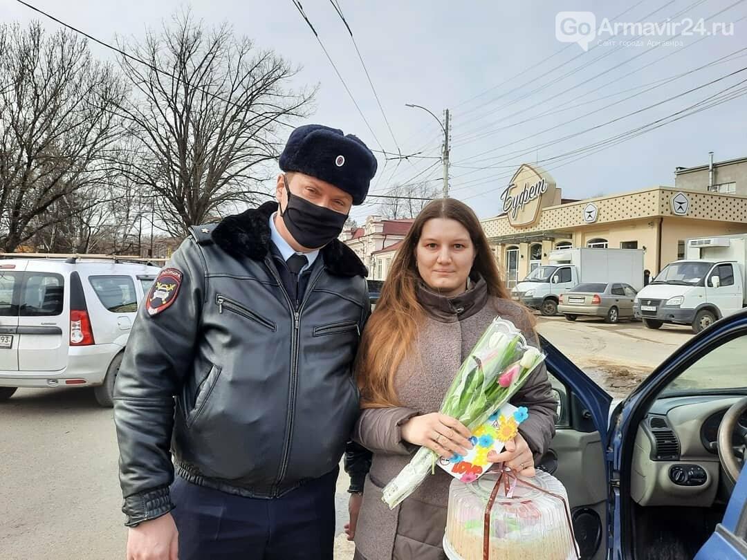 Женщины Армавира получили приятные подарки от Госавтоинспекции, фото-2
