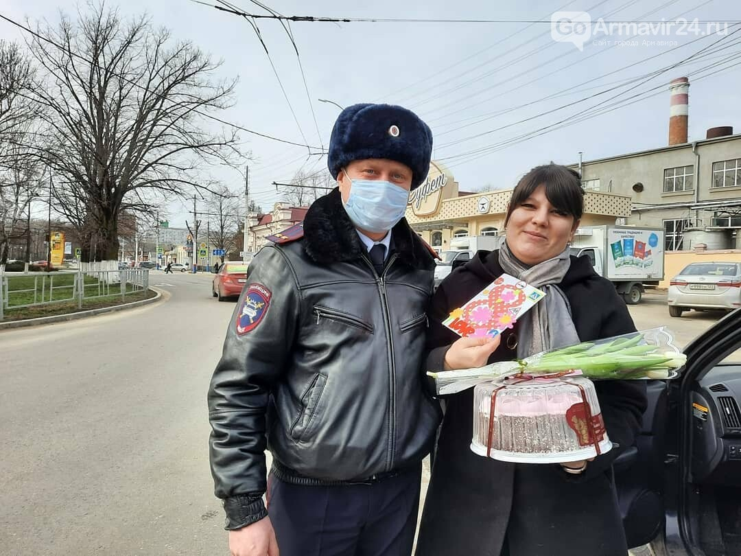 Женщины Армавира получили приятные подарки от Госавтоинспекции, фото-4