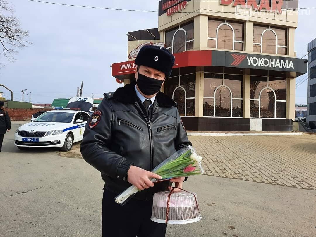 Женщины Армавира получили приятные подарки от Госавтоинспекции, фото-5