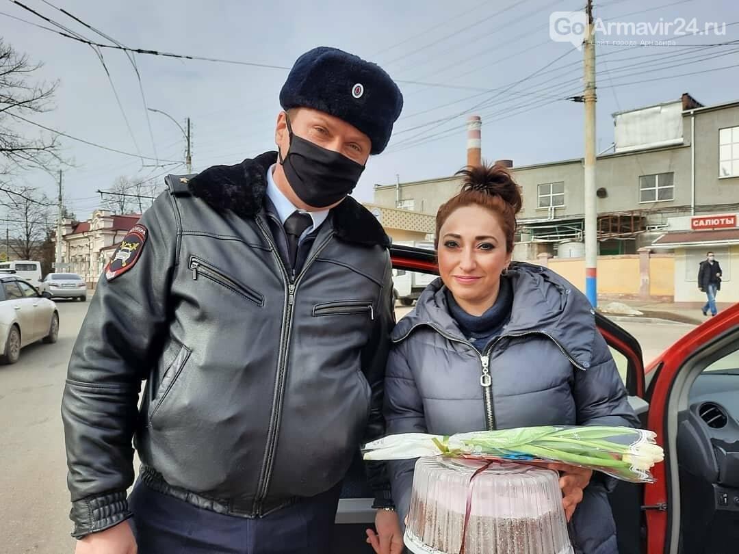 Женщины Армавира получили приятные подарки от Госавтоинспекции, фото-10