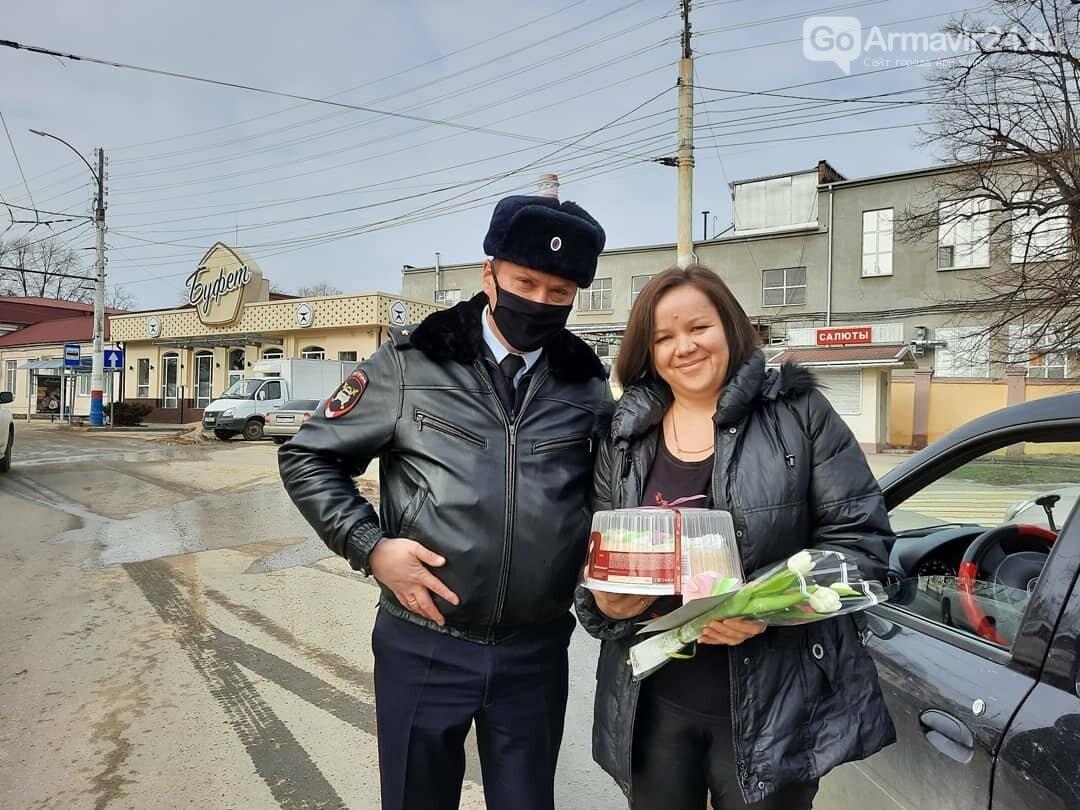 Женщины Армавира получили приятные подарки от Госавтоинспекции, фото-7