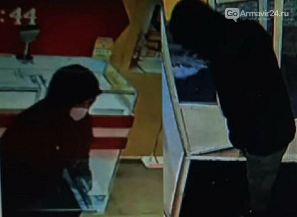 Преступник в Армавире соблюдая масочный режим ограбил ювелирный магазин, фото-1