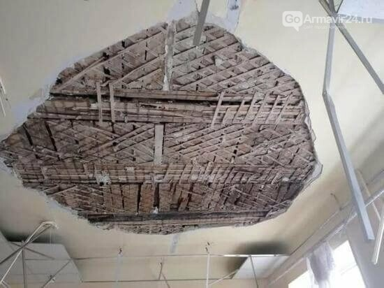 В Армавире на учеников 2 класса обрушился потолок в школе №2, фото-3