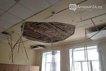 В Армавире на учеников 2 класса обрушился потолок в школе №2, фото-2